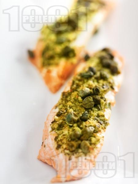 Печена сьомга с ментово песто - снимка на рецептата